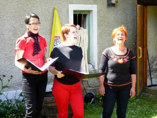 Ein Kaerntner Damentrio beeindruckte mit slowenischen und deutschsprachigen politischen Liedern